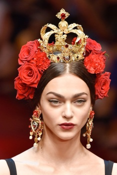 dolce-gabbana-earrings-roses-crown-spring-summer-2015-atelier-eclat-pekin