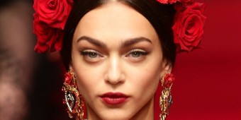 MILAN, ITALY - SEPTEMBER 21: A model (Detail) walks the runway during the Dolce & Gabbana show as a part of the Milan Fashion Week Womenswear Spring/Summer 2015 on September 21, 2014 in Milan, Italy. (Photo by Vittorio Zunino Celotto/Getty Images)